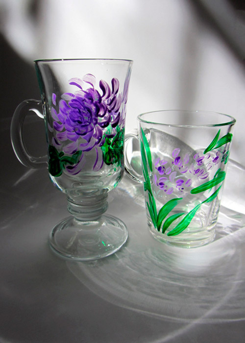 glasses with orchid and asters